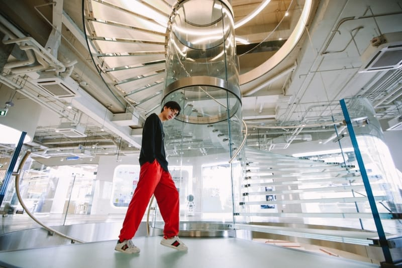 """""""TDPK GLASS STAIRS"""" — A NEW LANDMARK WITH WORLD-CLASS DESIGN IN THE HEART OF 'TRUE DIGITAL PARK'."""